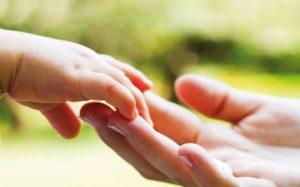 5 Cara Mengajarkan Anak Cinta