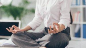 5 Gerakan Yoga di Sela Aktifitas