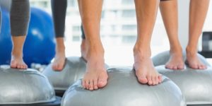 7 Tips Mencuci & Merawat Pakaian Senam