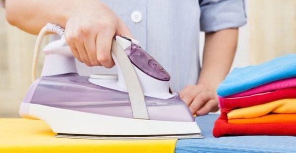 Menyetrika Baju Dengan Setrika Uap