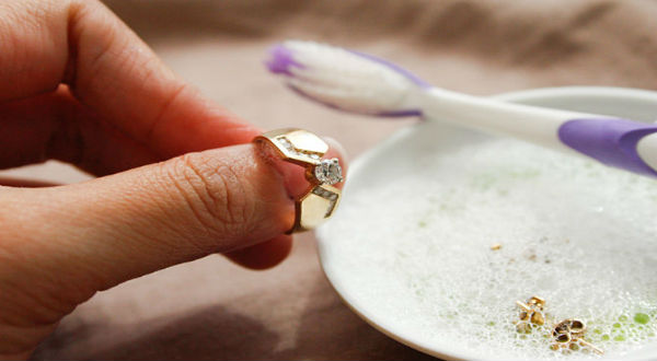 Tips dan Cara Mencuci Perhiasan Emas / Perak