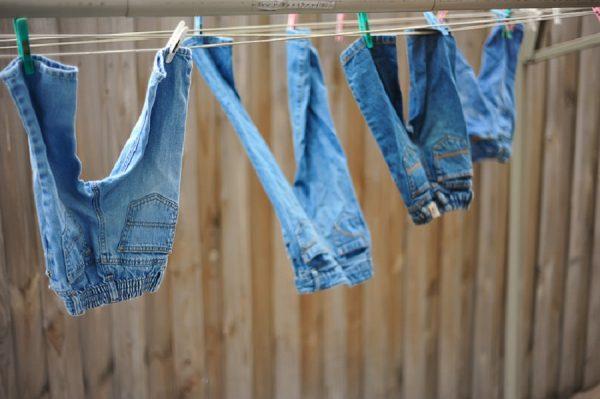 mencuci jeans