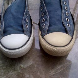 Cara Membersihkan Sepatu Converse