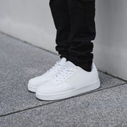 Tips Membersihkan Sepatu Putih yang Menguning dan Memudar
