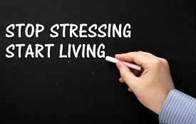 4 Tips Mengusir Pikiran Negatif Agar Lebih Produktif